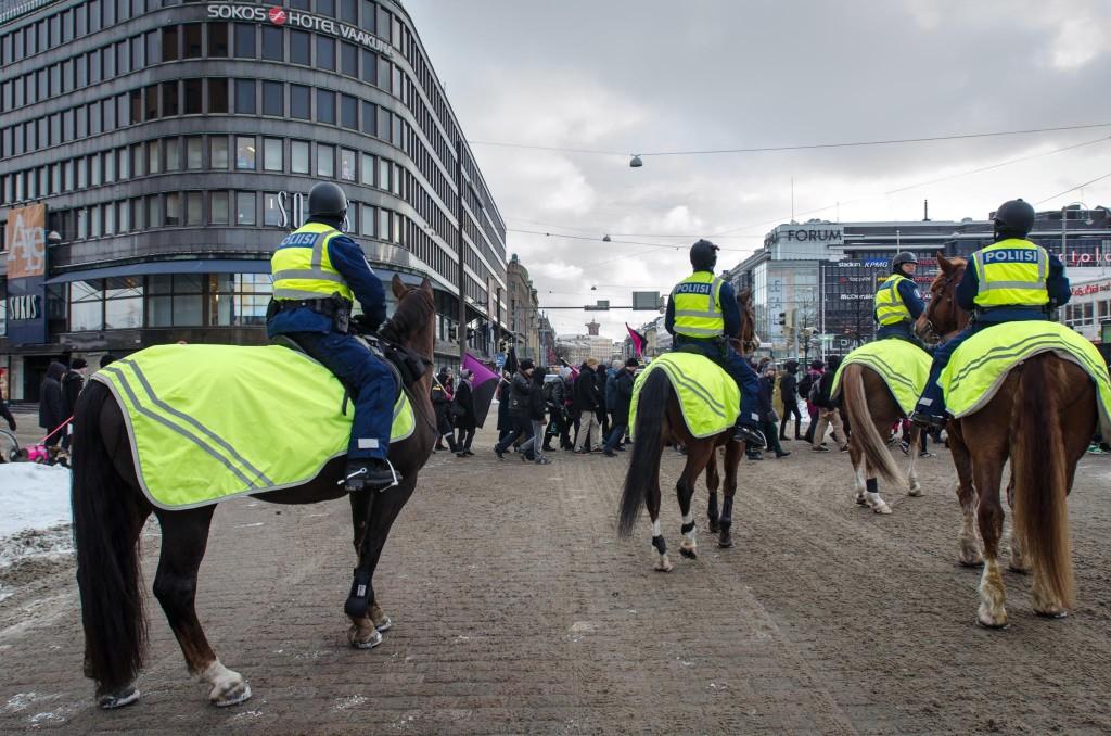 Ratsupoliiseja käytetään yhä enemmän Helsingin mielenosoituksissa.